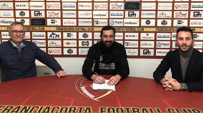 Luigi Scaglia firma per il Franciacorta