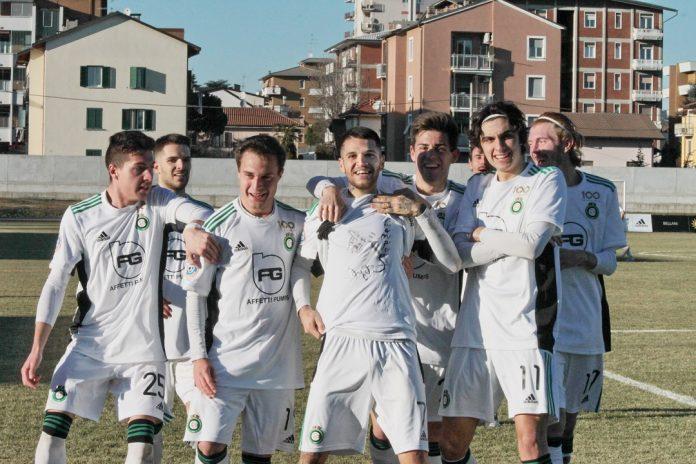 Una delle esultanze della Castellanzese a un gol di Chessa (foto Tiziana Di Capua - castellanzese.com)