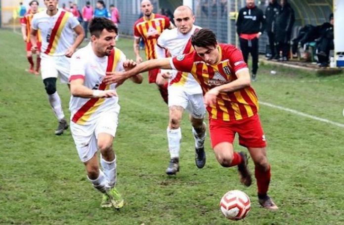 Roberto Scaramuzza, qui con la maglia del Fanfulla e ora centravanti dell'Alcione