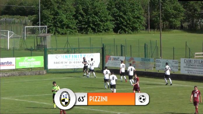 Davide Pizzini esulta dopo il gol della Brianza Olginatese