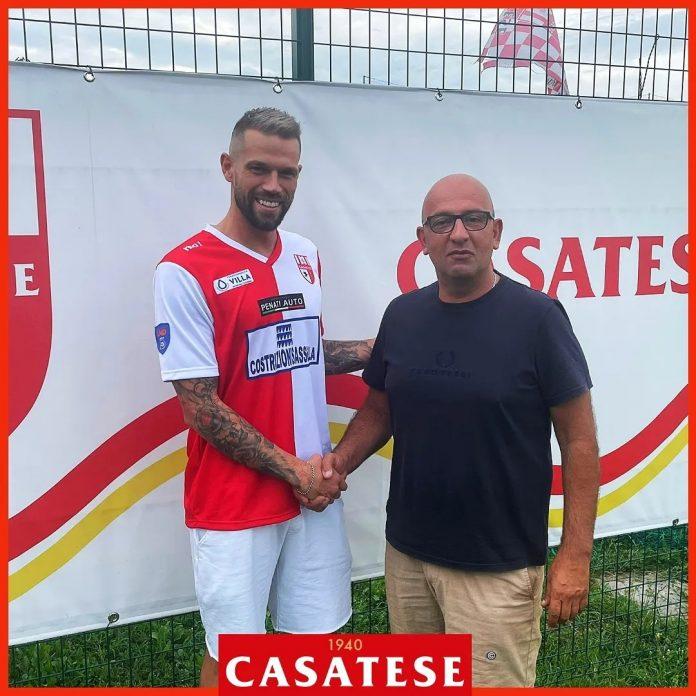 Mattia Isella con il direttore sportivo della Casatese, Fabio Viganò