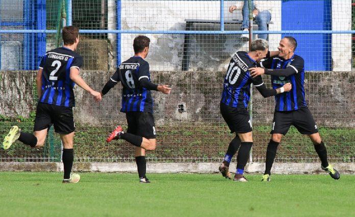 La Solbiatese esulta dopo un gol di domenica (foto Blanco - Pagina Facebook Solbiatese)